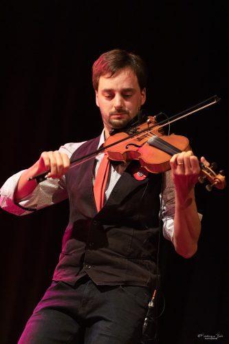Le violoniste du Groupe PoppySeeds