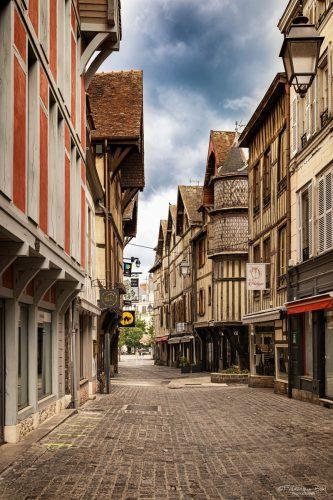 La rue Champeaux, à Troyes, le dernier jour de confinement.