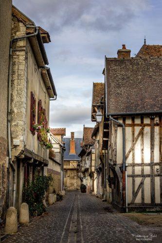 La Rue Linard Gonthier, entre la cathédrale et la place du Préau à Troyes